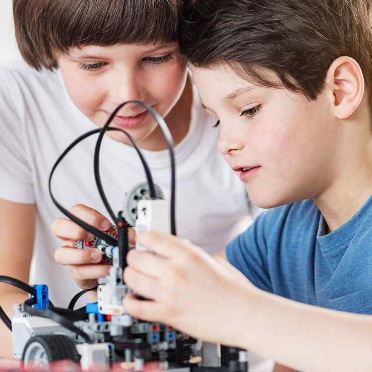 Headline - Cosmote | Robotics Contest - Image 04